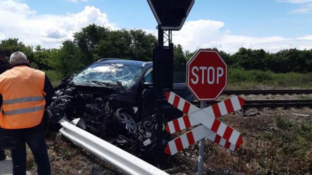 Джип се удари в преминаващ влак на прелез между Левски и Пордим