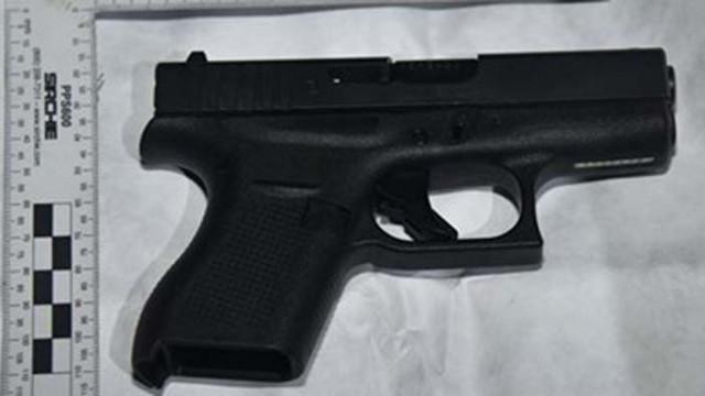 Двама българи ще лежат 14 г. в затвор в Англия за опасен пистолет