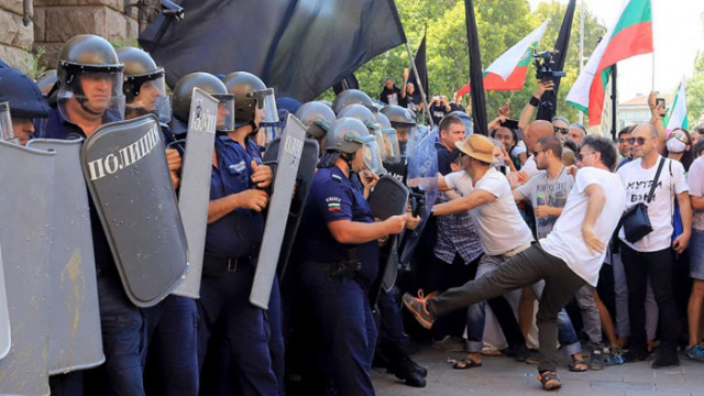 Граждани с благодарствено писмо до българската полиция