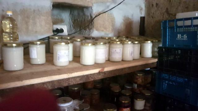 БАБХ и МВР разкриха нелегален обект за производство и търговия с храни в с. Елов дол, Област София