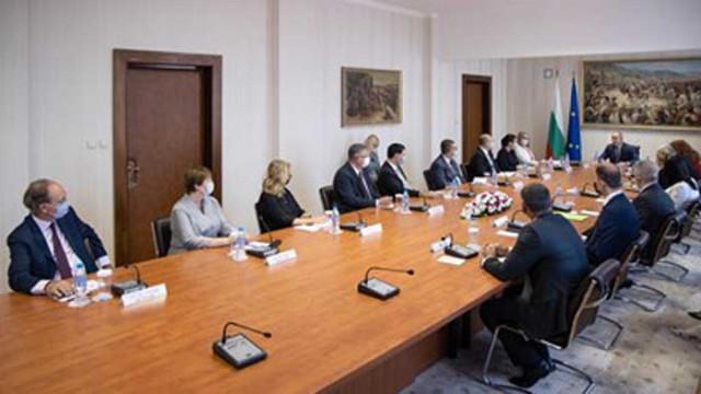 """Радев: Инициативата """"Три морета"""" трябва е инструмент за социално и икономическо сближаване в Европа"""