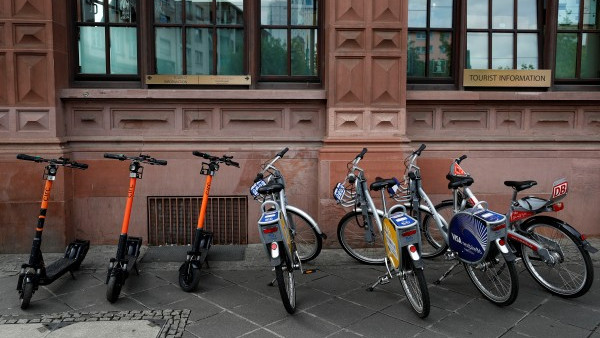 Варненските полицаи заловиха крадец на велосипеди и електрическа тротинетка