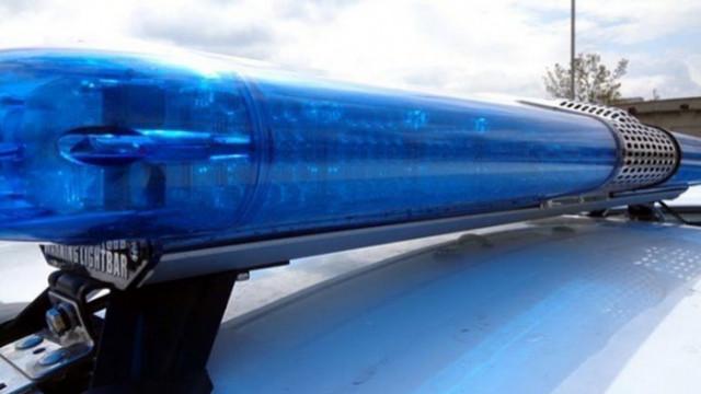 Двама разследващи полицаи са задържани при получаване на подкуп