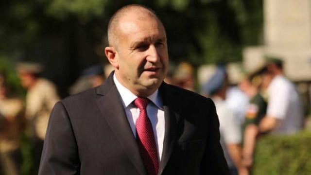 Поискаха оставката на Радев, докато той зове кабинета да си ходи (ВИДЕО)
