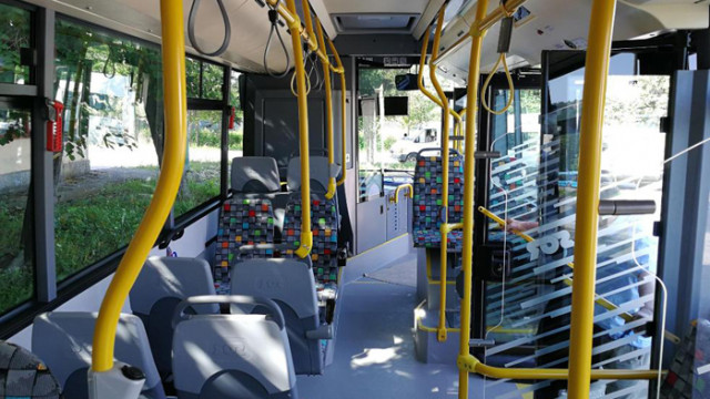 Всички карти за градски транспорт на лица с увреждания и ученици ще важат до края на юни