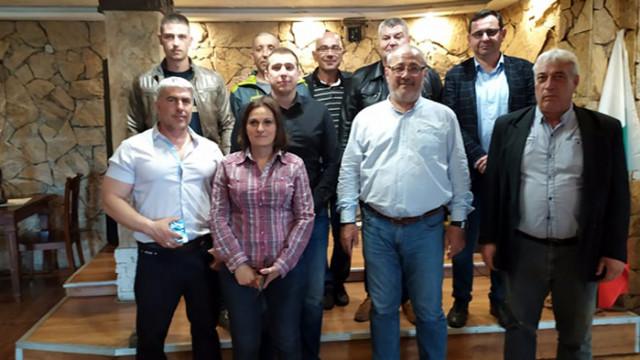 СДС връчи партийните книжки на новите си членове в Средец