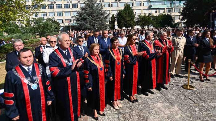 Започна академичната година в МУ-Варна, близо 1500 са първокурсниците