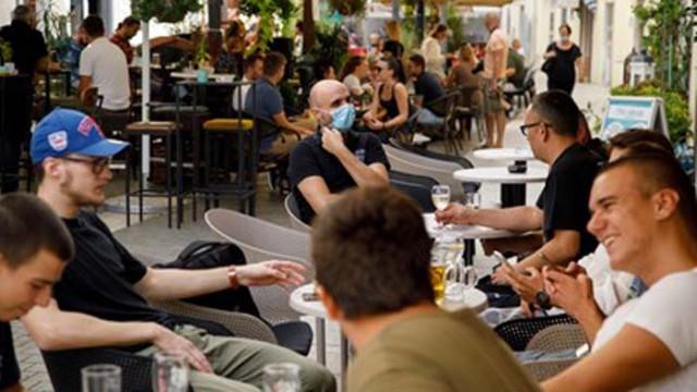Над 2000 ученици в Хърватия са в самоизолация заради COVID-19