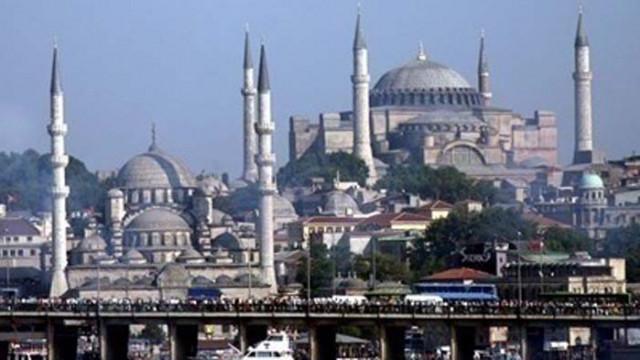 Случаите на COVID-19 в Турция надхвърлиха критичния праг