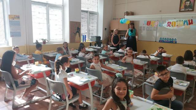 Над 30 хиляди ученици днес прекрачиха прага на училищата във Варна