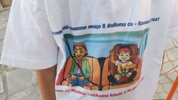 """Децата от ДГ """"Валентина Терешкова"""" дадоха урок на шофьорите с флашмоб (ВИДЕО)"""