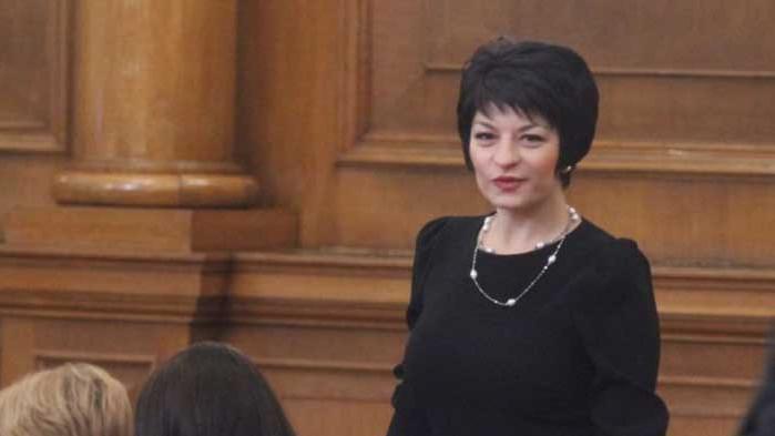 Атанасова: Ако се гласува само машинно, част от хората ще бъдат лишени да дадат гласа си