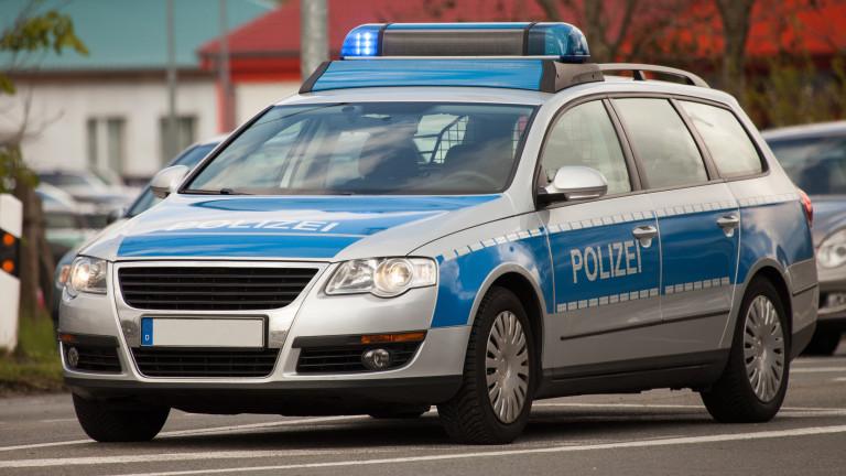 29 полицаи в Германия уволнени за споделяне на снимки на Хитлер и бежанци в газови камери