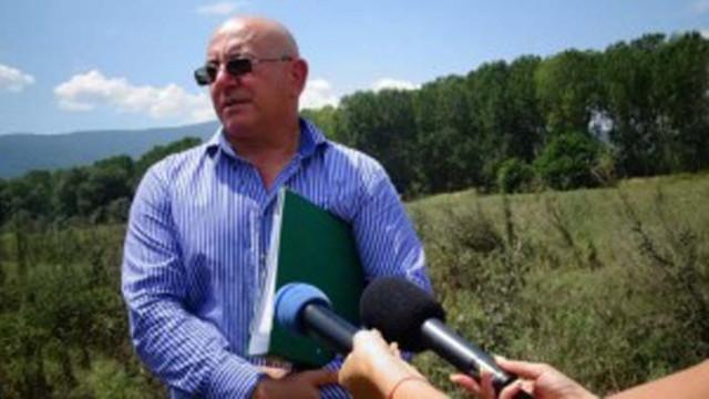 Министър и зам.-главен прокурор на проверка на склад за стари пестициди край село Неофит Рилски