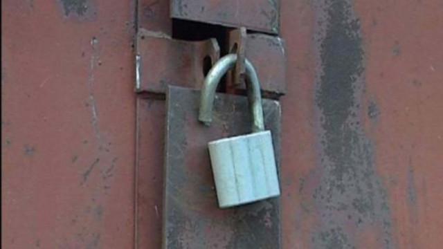 Задържаха крадец, разбил и ограбил имот със съучастието на жена си