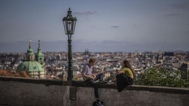 Европа с нови ограничения след 30 милиона заразени с COVID 19 в света