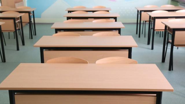 Зачестяват случаите на COVID-19 сред ученици и преподаватели, няма да се затварят училища