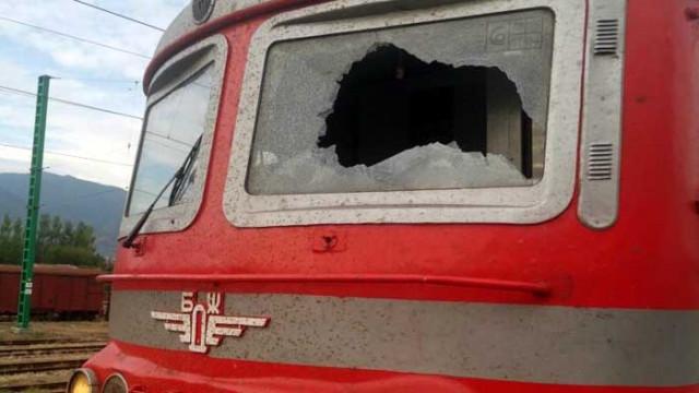 Машинистите на бързия влак от София за Бургас пострадаха от хвърлен предмет