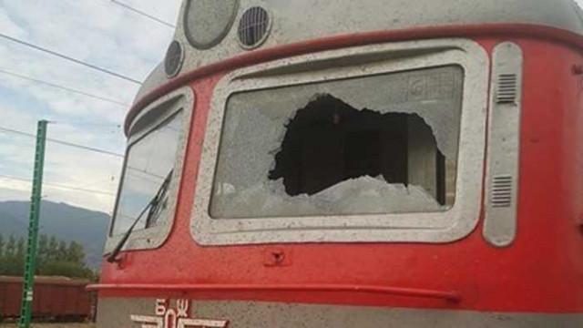 Шефът на влака с разбито стъкло: Ако беше пострадал машинистът, можеше да стане трагедия