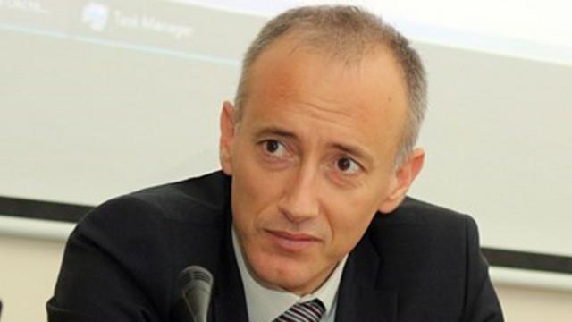 Министър Вълчев: Училища и забавачки да не събират пари от родителите