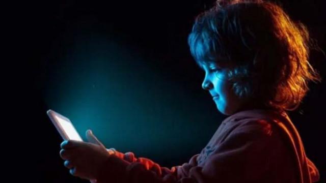 Искат от Google и Facebook да забранят рекламите за деца