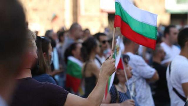 """Сухото време и вятърът """"спасиха"""" протестиращите от Ковид-19"""