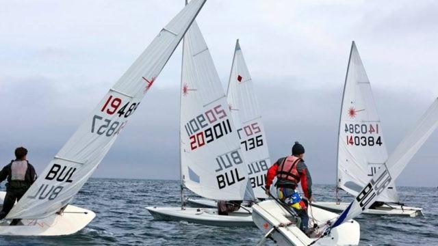 """Над 100 яхти се включват в 40-тата ветроходна регата """"Бриз"""" във Варненското езеро"""