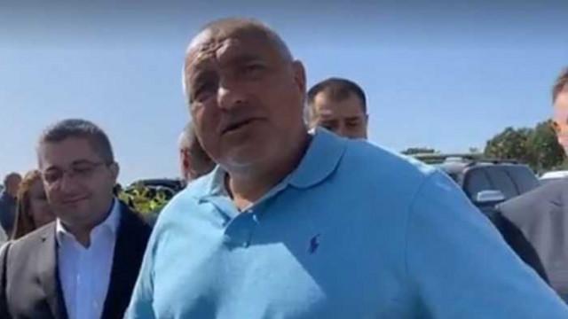 Борисов посрещнат с аплодисменти в Плевен. На кой да се предадем, пита той