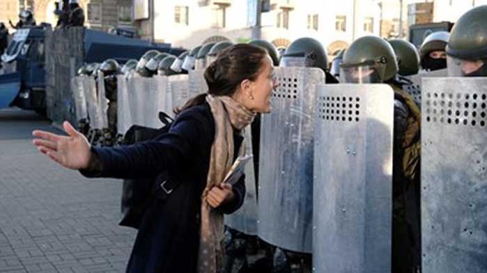 Беларуската полиция задържа 442-ма по време на вчерашните протести