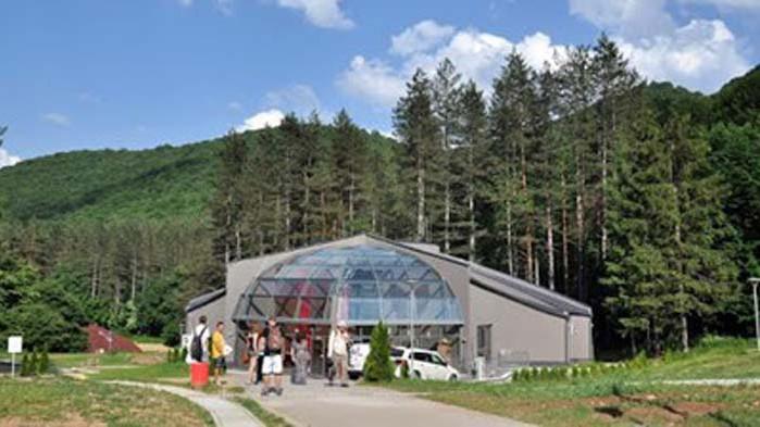"""Пещерата """"Леденика"""" във Врачанския балкан отново приема туристи"""