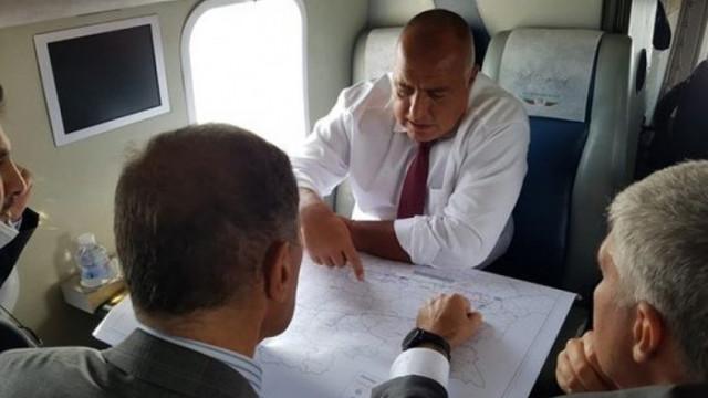 """Борисов инспектира от хеликоптер строежа по трасето на """"Балкански поток"""""""