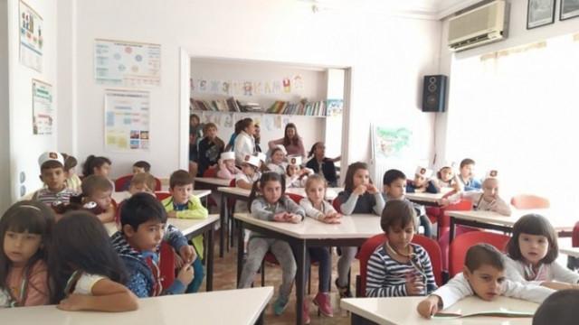 Българските неделни училища в чужбина също ще обучават в електронна среда