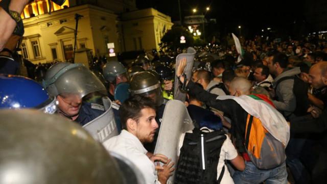 МВР за протеста: Полицай е с разбита глава, други двама с наранявания