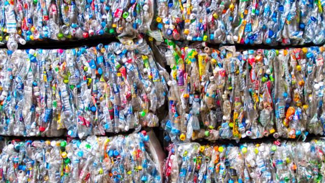 Голямо количество загробен боклук с неясен произход е открит в Червен бряг