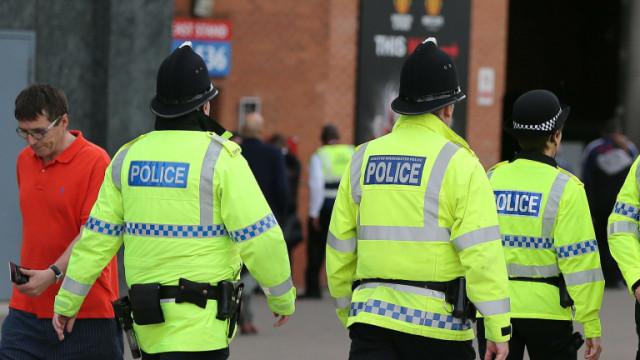 11 полицаи ранени при нападение с киселина в Лондон