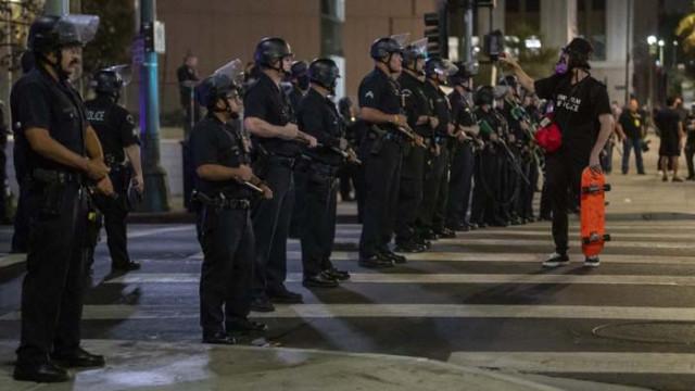 Напрежение в американския град Луисвил: Двама полицаи бяха простреляни