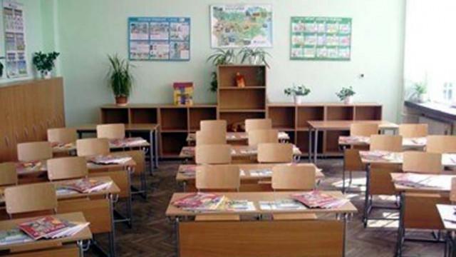 81 ученици и деца в страната са с положителни проби за коронавирус, а 70 са заразените учители