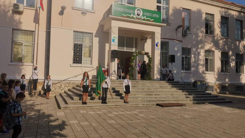 """След масово тестване на учители и персонал, няма положтелни проби в ОУ""""Христо Ботев"""" във Варна"""