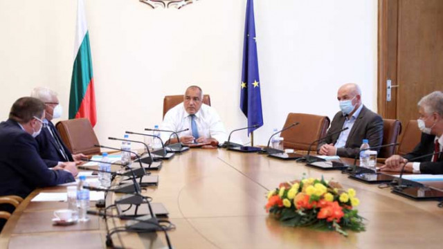 Доклад на МЗ: България държи успешно епидемията под контрол