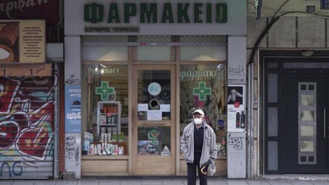 Гърция забранява продажбите на алкохол след полунощ в десет региона