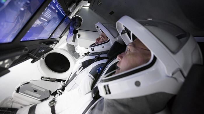 Spase X Crew Dragon постави началото на частните пилотирани космически полети (ВИДЕО)