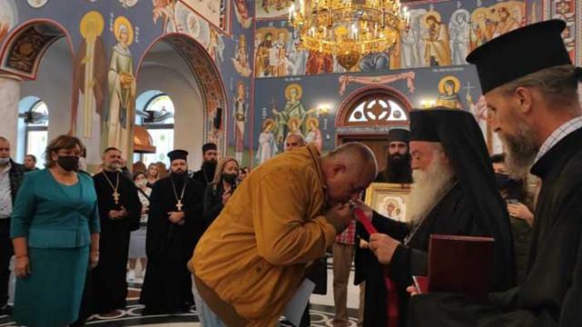 Митрополит Гавриил награди премиера Борисов с ордена на Ловчанската митрополия