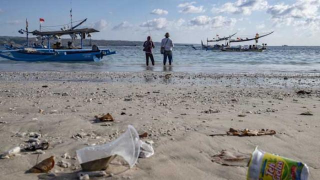 Ядящ пластмаса суперензим влиза във войната с отпадъците