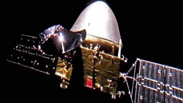 """Китайската сонда """"Тянвън-1"""" направи първото си селфи на път за Марс"""