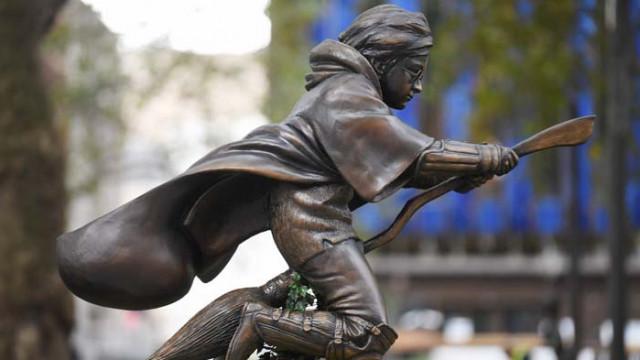 Паметник на Хари Потър в Лондон