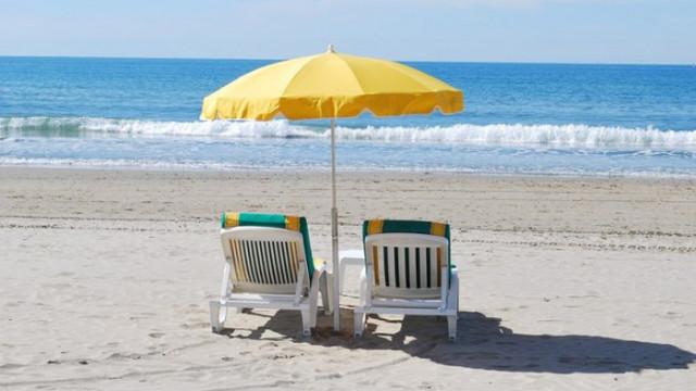 Чадърите и шезлонгите ще са безплатни на 25 плажа у нас