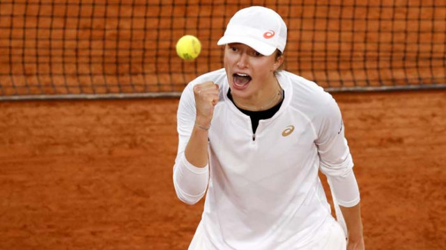 Швьонтек отвя Халеп за място на четвъртфиналите в Париж