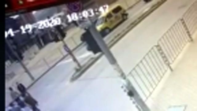 Шестима пешеходци на косъм от удара в колата на Милен Цветков (ВИДЕО)