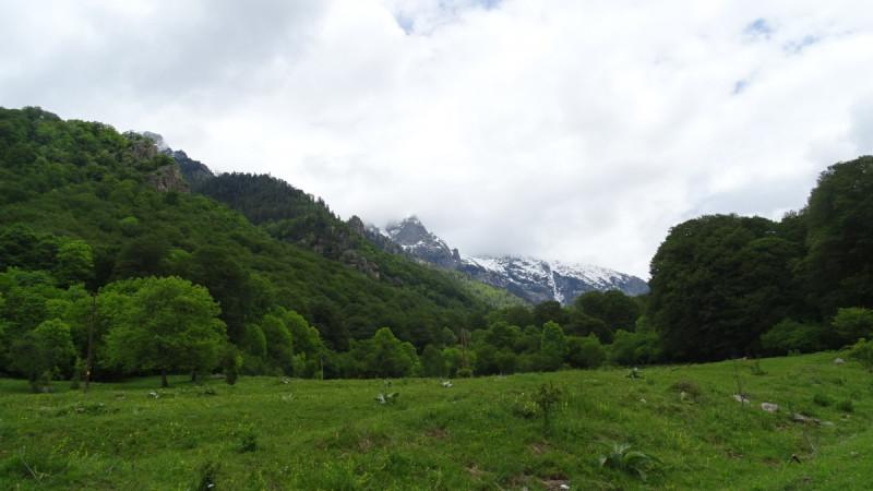 Пролетта и зимата се срещат на Кирилова поляна