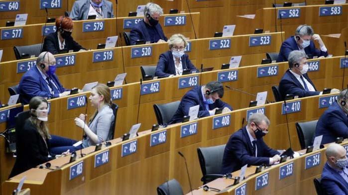 След подкрепата за Борисов: И леви, и десни протестъри са бесни на Европа